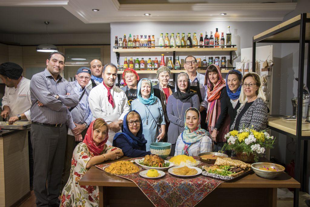 ورکشاپ آموزش غذاهای سنتی به توریست های آمریکایی